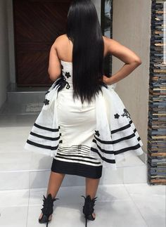 African Wear, African Dress, Xhosa Attire, African Fashion Traditional, Graduation Outfits, Shweshwe Dresses, African Design, African Prints, African Fashion Dresses