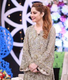Caftan magnifique Pakistani Models, Pakistani Couture, Pakistani Dress Design, Pakistani Actress, Pakistani Wedding Outfits, Pakistani Dresses, Stylish Dresses, Women's Fashion Dresses, Fancy Suit
