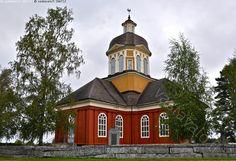 Larsmon kirkko - kirkko Larsmo Luoto puukirkko evankelis-luterilainen luterilainen Pohjanmaa uskonto kristinusko evankelis