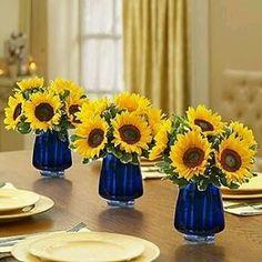 Azuis e amarelos #girassois #decoracaodemesa #mesabonita #sunflowers…