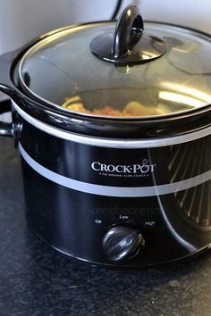 De slowcooker: een keukenapparaat dat we steeds meer en meer terugzien in de keuken. Maar is het een musthave of niet? Ik reviewde hem kritisch voor je.