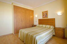 Uno de nuestros comodos apartamentos con cama doble. One of our confortable apartments with double bed.