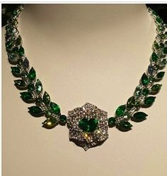 Piaget necklace with emerald and diamonds Jewels 3, 4 Diamonds, Emerald Jewelry, Vintage Jewellery, Collar Necklace, Paradise, Fine Jewelry, Chokers, Gems