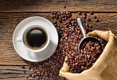 Déstocker les graisses avec le café, 95 % des crèmes minceur du commerce contiennent de la caféïne. Et pour cause: cette molécule naturelle participe activement à la lipolyse, c'est-à-dire à la dégradation des triglycérides contenus dans les adipocytes de l'organisme. Traduction: c'est un principe actif redoutablement efficace lorsqu'il s'agit de déstocker les graisses.La recette: Dans un bol, mélangez 2 grosses poignées de marc de café humide et tiède   2 c. à s. d'huile…