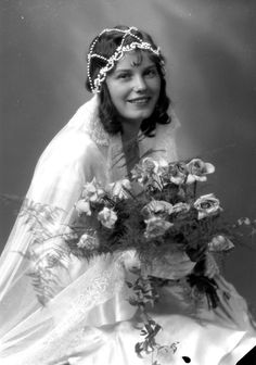 50 Black and White Studio Portraits of Beautiful Swedish Women in the Early ~ vintage everyday Antique Wedding Dresses, 1930s Wedding, Vintage Wedding Photos, Vintage Bridal, Vintage Weddings, Vintage Wedding Photography, Country Weddings, Lace Weddings, Bridal Dresses