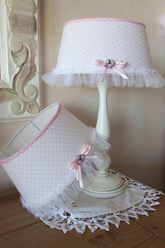 Abat-Jour romantique - vichy rose pastel : Luminaires par charmy-co