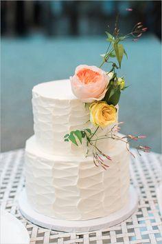 white floral wedding cake #weddingcake #simpleweddingcake #whiteweddingcake @weddingchicks