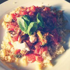 Couscous met geitenkaas, honing, broccoli en tomaten, vegetarisch  http://www.smulweb.nl/recepten/1131508/Couscous-sweet-honey