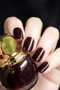 Vampy dark red nails with Dior Minuit Nail Polish Style, Red Nail Polish, Dark Red Nails, Burgundy Nails, Happy Nails, Fun Nails, Hair Trends 2018, The Art Of Nails, Nail Techniques