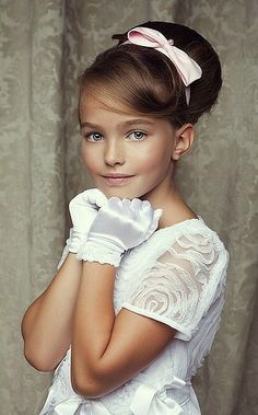 The hairbow just completed the perfect elegant look.