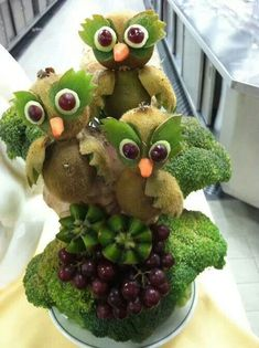 Creative food art. Owls. I don't think I have the skill level for these! .**