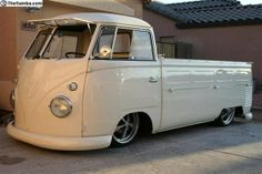 "1960 Volkswagen Bus ""single cab"" (don't like single cab trucks, but this is kinda awesome! Vw T1 Camper, Volkswagen Bus, Station Wagon, Kombi Pick Up, Combi Split, Combi Wv, Single Cab Trucks, Vw Cars, Porsche Cars"