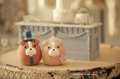 Love bulldog  MochiEgg wedding cake topper #handmadecaektopper #puppy #pet #dogcaketopper #animalscaketopper #cute #claydoll #cakedecor #ideas #weddingthings #kikuikestudio #ブルドッグ