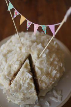 DIY bunting cake topper using washi tape // HonestlyYUM
