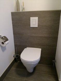hanging toilet woodlook tiles