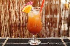 Sex on the Beach to kolejny bardzo znany i popularny drink, który idealnie nadaje się na letnie, upalne dni. Pyszny, owocowy i kolorowy.