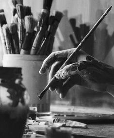 Creative in so many ways. Artist Aesthetic, Gray Aesthetic, Black And White Aesthetic, Aesthetic People, Black And White Photo Wall, Black N White, Black And White Pictures, Black And White Photography, Photo Wall Collage