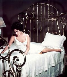 Elizabeth Taylor in 'Cat on a Hot Tin Roof', 1958.