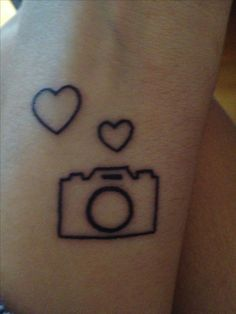 What does camera tattoo mean? We have camera tattoo ideas, designs, symbolism and we explain the meaning behind the tattoo. Mini Tattoos, Dream Tattoos, Love Tattoos, Small Tattoos, White Tattoos, Ankle Tattoos, Temporary Tattoos, Tattoo Studio, Kamera Tattoos