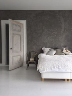 Marrakech Walls is a revolutionary, 100 % mineral paint with the appearance of tadelakt- or a concrete look. Grey Bedroom Paint, Bedroom Wall, Bedroom Decor, Concrete Bedroom, Concrete Wall, Tadelakt, Lounge Design, Home And Living, Interior Design