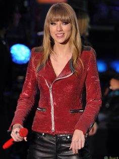 "Taylor Swift - Dick Clark's New Year's ""Rockin"" Eve 2013 - Times Square - New York City, NY."