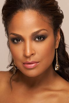Laila Ali- A woman of. beauty,  style and grace.   Not to mention strength,  honor and determination.   A true boxing champion.