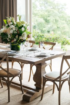 Stunning solid oak Hamptons Dining Table from Lavender Hill Interiors. - Stunning solid oak Hamptons Dining Table from Lavender Hill Interiors. Oak Dining Table, Dining Room Chairs, Table And Chairs, Dining Rooms, Wood Tables, Blue Chairs, Accent Chairs, Die Hamptons, Hill Interiors