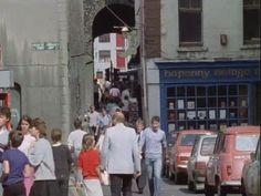 Éamonn MacThomáis provides a history of Dublin's Ha'penny Bridge. Old Pictures, Old Photos, Temple Bar, Pedestrian Bridge, Dublin Ireland, Literature, Street View, History, Crown