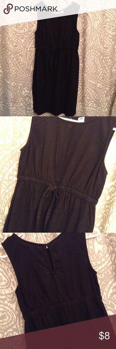 Old Navy linen maternity dress Very cute black linen maternity dress with keyhole back and tie waist. Old Navy Dresses