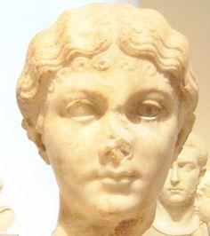 collection statue sculpture portrait buste jeune femme historique romaine  _  Julia Caesaris (latin: IVLIA•CAESARIS) (v. 83 av. J.-C. - 54 av. J.-C.), est la fille de Jules César et de Cornelia Cinna et petite fille de Lucius Cornelius Cinna.
