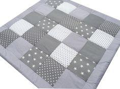 Die Deckengröße die Sofort Lieferbar ist, ist 120x120cm (89€). Sie kann allerdings nicht mit einem Namen bestickt werden. Sollte eine andere Größe oder ein Name gewünscht werden gilt die normale...