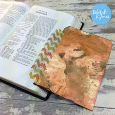 Bible Art Journaling Challenge Week 15 - Mixed Media Tag - Rebekah R Jones Scripture Art, Bible Art, Worship The Lord, Jesus Art, Faith Bible, Challenge Week, Illustrated Faith, Bible Journal, Journal Inspiration