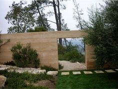 A rammed earth garden wall in Napa Valley by Blasen Landscape Architecture Rammed Earth Homes, Rammed Earth Wall, Garden Landscape Design, Landscape Architecture, Earth's Best, Exterior, Modern Landscaping, Landscaping Ideas, Napa Valley