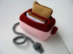 I need to learn how to do this! Check out this amazing crocheted toaster with removable toast! See SkyMagenta for some more awesome food art. Crochet Food, Crochet Kitchen, Crochet For Kids, Diy Crochet, Crochet Crafts, Crochet Dolls, Yarn Crafts, Crochet Projects, Crochet Baby