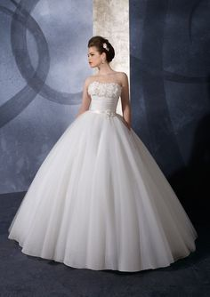 Organza Strapless with Exquisite Flowers in Ball Gown princess wedding dresses