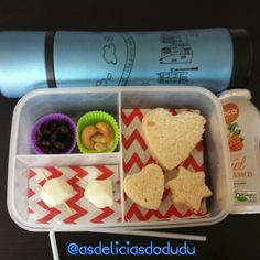 Sanduiche + queijo + passas/castanhas + iogurte