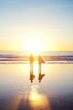 couples that surf together :) stay together. planning that world surf tour. Photo Surf, Citations Photo, Beach Pink, Summer Beach, Orange Beach, Summer Sunset, Surfing Pictures, Kayak Pictures, Sunset Pictures