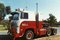 Australian spec; Scania 140. Show Trucks, Big Trucks, Trucker Quotes, Old Lorries, Scania V8, Old Wagons, Australian Cars, Custom Big Rigs, Trucks And Girls