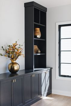 25 gorgeous black paint room inspirations and how it can make any room feel high-end for just the cost of paint + how it can improve your quality of life. Built In Cabinets, Black Cabinets, Home Office Design, House Design, Living Room Built Ins, Black Interior Doors, Cabinet Paint Colors, Built In Bookcase, Room Paint