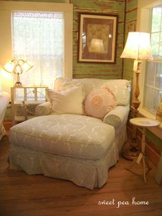 reading chair-- omg this is heavenly! oversized and cozy place to relax with a great book! Perfect for a tiny living room Big Comfy Chair, Cozy Chair, Cuddle Chair, Big Chair, Chair Bench, Ikea Chair, Swivel Chair, Cottage Shabby Chic, Romantic Cottage
