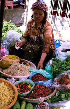 Merchant's selling spices on a market in Phnom Penh, Cambodia Ankor Wat Cambodia, Angkor Wat, Phnom Penh, Laos, Angkor Temple, Vietnam, Khmer Empire, Chocolate Shop, People Around The World