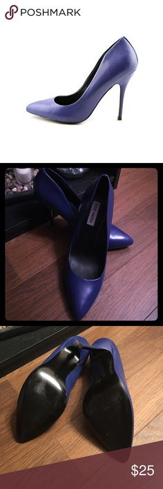 *Never Worn* Steve Madden Gallery Blue Blue Leather pump with curved opening. Slight stiletto heel, and pointed toe! Steve Madden Shoes Heels