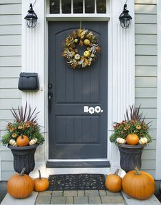 ✓ 75 Farmhouse Fall Porch Decorating Ideas - Page 49 of 75 - Fajrina Decor Autumn Decorating, Porch Decorating, Decorating Ideas, Fall Home Decor, Autumn Home, Fall Entryway Decor, Door Entryway, Entry Doors, Decoration Entree