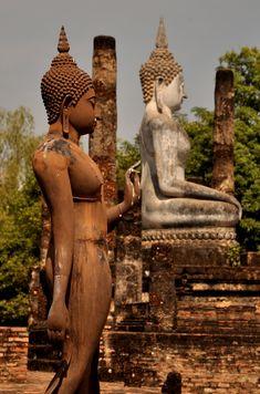 Hier soir, je vous livrai une petite adresse coup de coeur, mais je ne vous ai rien dit sur l'endroit où elle se trouve : Sukhothai. Cet...