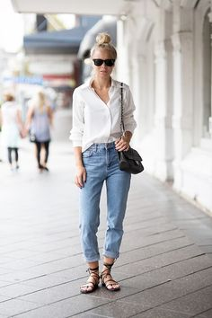 Victoria Törnegren - - Mom jeans, sandals and a shirt.