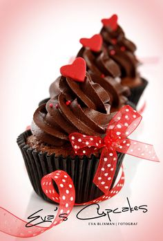Made a version of this using devils food cupcakes, chocolate frosting, red ribbon tied round cupcake cases and topped with a chocolate heart