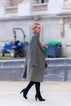 great topper. #ElizabethWhistonDew in Paris.
