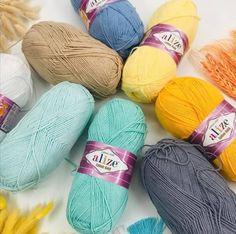 100g Fingering 2 Ply 2//20 Light Gold 100/% wool YARN Crochet /& Knitting New Ball