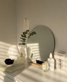Deco Studio, Minimalist Room, Room Ideas Bedroom, Bedroom Inspo, Korean Bedroom Ideas, Men Bedroom, Study Room Decor, Room Goals, Aesthetic Room Decor