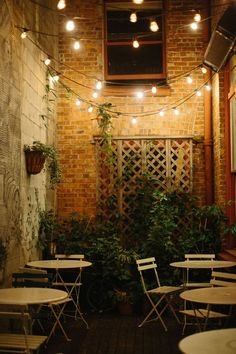 Bistro Lights: Ooh La La Create your own cozy cafe using string lights and a basic bistro set!Create your own cozy cafe using string lights and a basic bistro set! Backyard Cafe, Outdoor Restaurant Patio, Outdoor Cafe, Outdoor Seating, Cozy Backyard, Rustic Outdoor, Cafe Bar, Cafe Bistro, Bistro Set